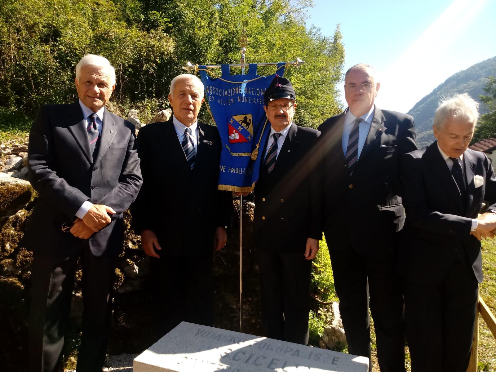 L'Associazione a Kamno per la lapide restaurata e per ricordare il nostro T.Col. M.O.V.M. Maurizio de Vito Piscicelli