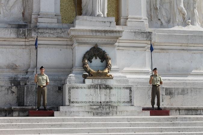 L'Associazione Medaglie d'Oro d'Italia Presieduta dal Gen C A MOVM Rosario Aiosa invita l'ANCI a sostenere l'iniziativa per la Cittadinanza Onorario al Milite Ignoto